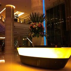 Photo taken at The Grand FourWings Convention Hotel (โรมแรมเดอะแกรนด์โฟร์วิงส์) by Nuch N. on 5/5/2013