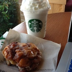 Photo taken at Starbucks by Warche D. on 8/6/2013