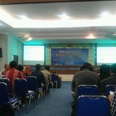 Photo taken at Gedung Dekanat Fakultas Teknik Universitas Brawijaya Malang by Amy Latief n'Ri on 4/3/2013