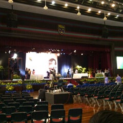 Photo taken at Dewan Tunku Canselor by Taqiyuddin I. on 10/10/2012