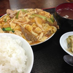 Photo taken at 朱華飯店 小田原店 by Tetsuo T. on 7/29/2013