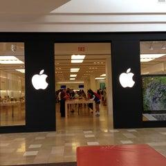 Photo taken at Apple Store, Chandler Fashion Center by Sham K. on 10/25/2012