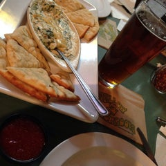 Photo taken at Mellow Mushroom by Marie Anne W. on 12/11/2013