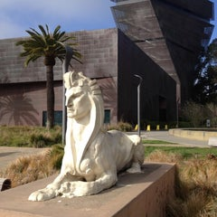 Photo taken at de Young Museum by João V. on 11/26/2012