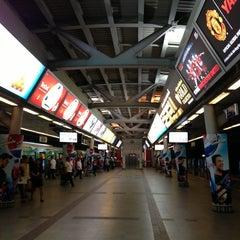 Photo taken at BTS สยาม (Siam) CEN by i_sutti on 3/3/2013