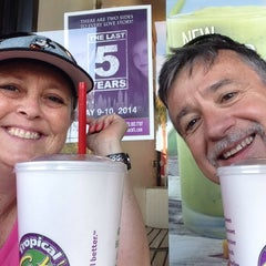 Photo taken at Tropical Smoothie Café by Mari F. on 5/4/2014