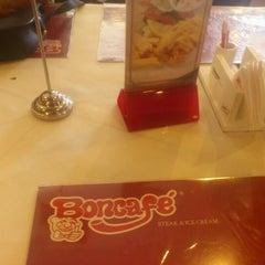 Photo taken at Boncafé by Rizky P. on 10/14/2012