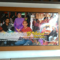 Photo taken at D'Wakaf Cafe & Inn by Qr W. on 9/21/2014