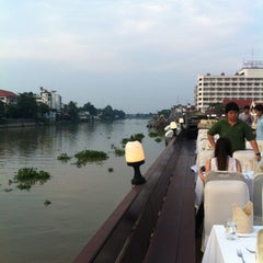 Photo taken at Krungsri River Hotel (โรงแรมกรุงศรีริเวอร์) by Patcharapol P. on 12/1/2012