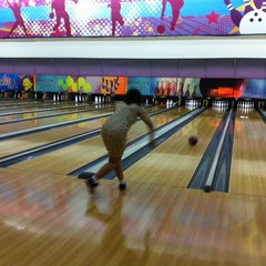 Photo taken at Spincity Bowling Alley by Shadelina E. on 5/10/2014