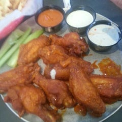Photo taken at Pluckers Wing Bar by Cindy F. on 1/6/2013