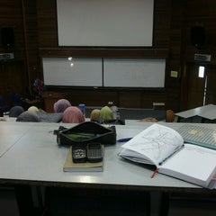 Photo taken at Faculty of Computer and Mathematical Sciences by nufar s. on 3/6/2013