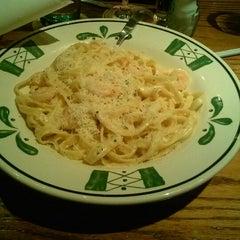 Photo taken at Olive Garden by Juanita H. on 11/25/2012