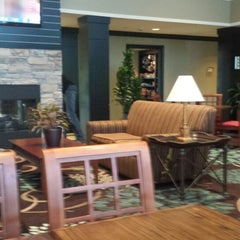 Photo taken at Staybridge Suites Chicago-Oakbrook Terrace by Bob S. on 8/14/2014