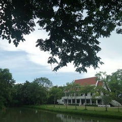 Photo taken at วัดญาณเวศกวัน (Wat Nyanavesakavan) by Red S. on 8/15/2015