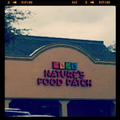 Photo taken at Nature's Food Patch Market & Cafè by TeyTey on 10/10/2013