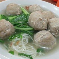 Photo taken at Bakso Jawir by Ananda d. on 4/12/2014