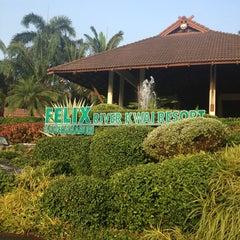 Photo taken at Felix River Kwai Resort (โรงแรมเฟลิกซ์ ริเวอร์แคว รีสอร์ท) by Pimsuda T. on 1/27/2013