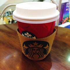 Photo taken at Starbucks (สตาร์บัคส์) by Ubonwan M. on 2/1/2015