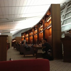 Photo taken at Asiana Airlines Business Lounge by Tomonari H. on 1/1/2013