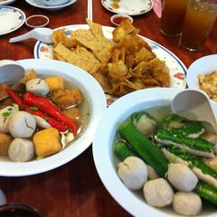 Photo taken at Restoran 3A Yong Tau Foo & Cheong Fun by Vincent C. on 10/10/2012