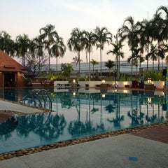 Photo taken at Q House Laddalom Swimming Pool by Jitra on 1/5/2013