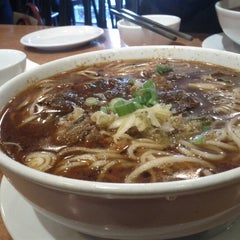 Photo taken at Long's Noodle House 小龍記麵家 by Stanford on 11/10/2012