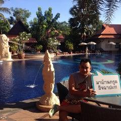 Photo taken at Baan Grood Arcadia Resort and Spa (บ้านกรูด อาเคเดีย รีสอร์ท แอนด์ สปา) by Chaiyos R. on 5/7/2015