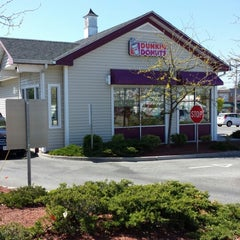 Photo taken at Dunkin' Donuts by Hector C. on 5/6/2013