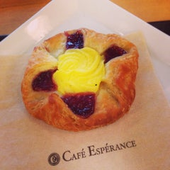 Photo taken at Cafe Esperance by Norihiko F. on 9/5/2014