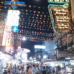 Photo taken at ถนนข้าวสาร (Khao San Road) by Luca A. on 8/20/2013