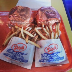Photo taken at Dick's Drive-In by Pon L. on 5/27/2013