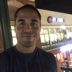 Photo taken at 24 Hour Fitness by Roberto B. on 8/22/2015