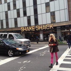 Photo taken at Shake Shack by Luiz B. on 11/15/2012