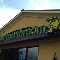 Photo taken at Mellow Mushroom by Ricky B. on 6/28/2013