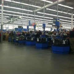 Photo taken at Walmart Supercenter by Henaynei B. on 12/31/2012