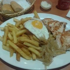 Photo taken at Fuente Alemana by Rodrigo™🎩 on 2/28/2013