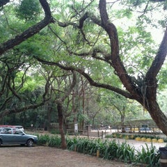Photo taken at Parque Alfredo Volpi by Alexandre Haruo N. on 11/4/2012