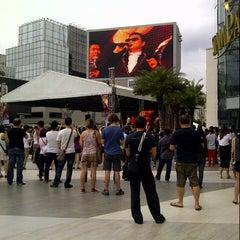 Photo taken at Parc Paragon (พาร์ค พารากอน) by Yves V. on 11/28/2012