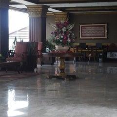 Photo taken at Bukit Randu Hotel & Restaurant by Wisnu D. on 10/22/2014