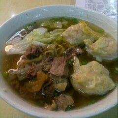 Photo taken at Wai Ying Fastfood (嶸嶸小食館) by Osric Barrios y. on 11/23/2012
