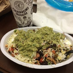 Photo taken at Chipotle Mexican Grill by Jennifer R. on 8/6/2014