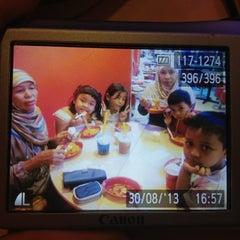 Photo taken at KFC by Puchiko P. on 8/30/2013