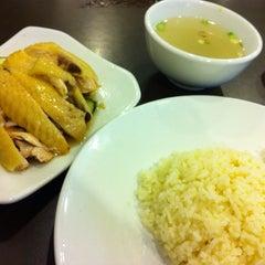 Photo taken at BB Hailam Chicken Rice by Mark C. on 3/14/2013