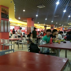 Photo taken at Munch (Canteen 1) by Raymond C. on 11/26/2012