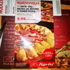 Photo taken at Pizza Hut by SteveCorreia K. on 9/13/2014