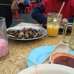Photo taken at Medan Selera Perhentian Bas Bentayan by nur fatiha A. on 8/23/2015