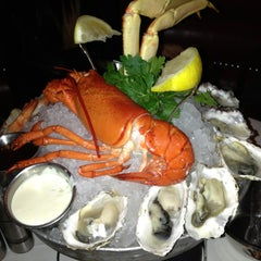 Photo taken at The Oceanaire Seafood Room by DJ Cobra on 12/23/2012