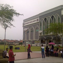 Photo taken at Dataran Pahlawan Melaka Megamall by Syed Amirrulamin A. on 2/10/2013