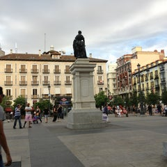 Photo taken at Plaza de Isabel II by Toni B. on 7/28/2013